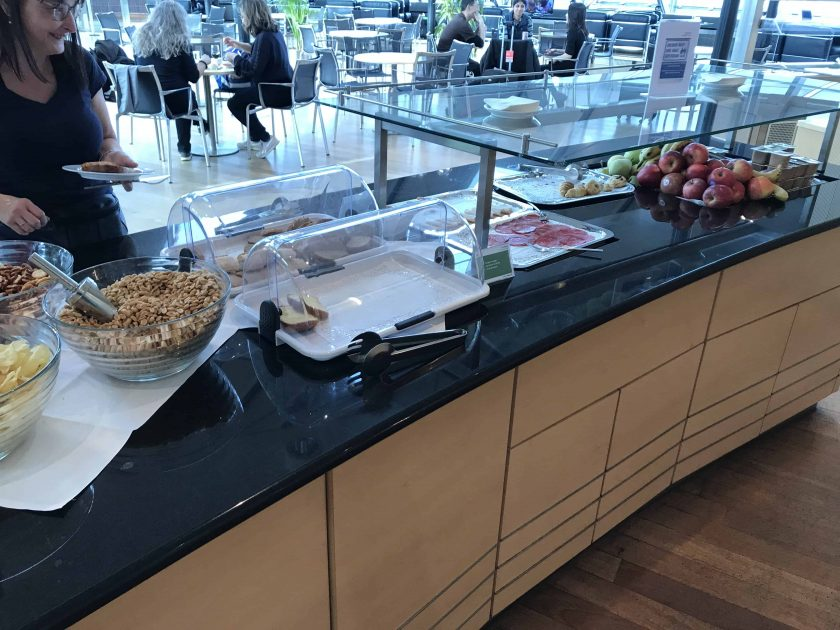 Bewertung Basel EuroAirport Skyview Lounge Snacks