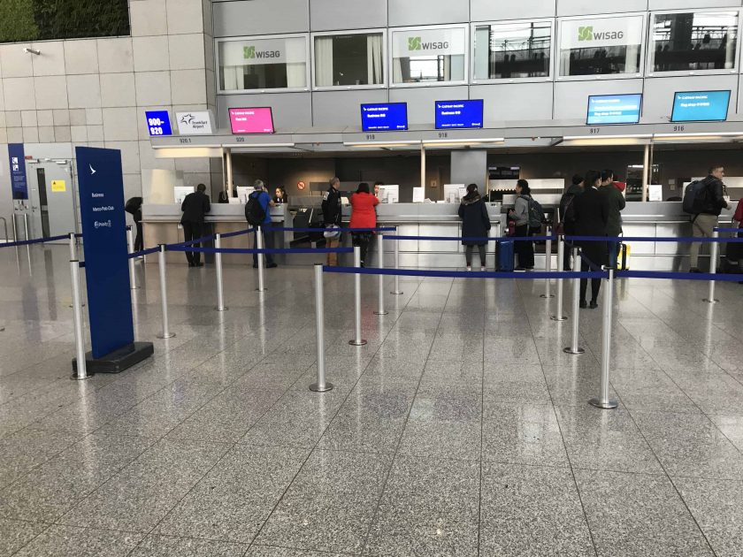 Cathay Pacific Review FRA HKG C Check In Schalter