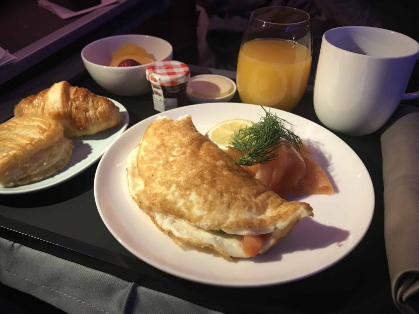 Cathay Pacific Review FRA HKG C Essen 3 Fruehstueck 2