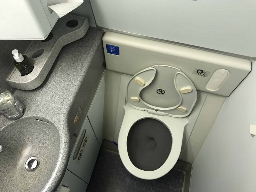 Cathay Pacific Review FRA HKG C Toilette 2