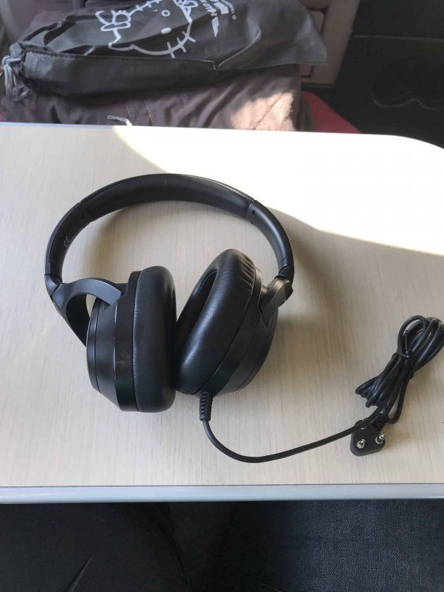 EVA Airways Medium Haul Business Class Headphones 3