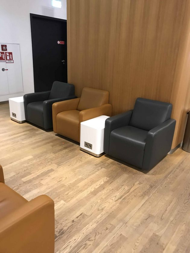 Lufthansa Business Lounge Scenario 1.2