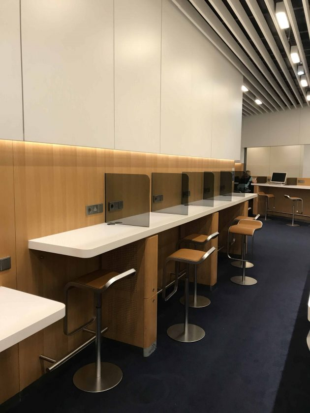Lufthansa Business Lounge Scenario 4