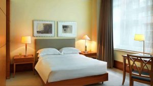 Park Queen Room (© Park Hyatt Hamburg)